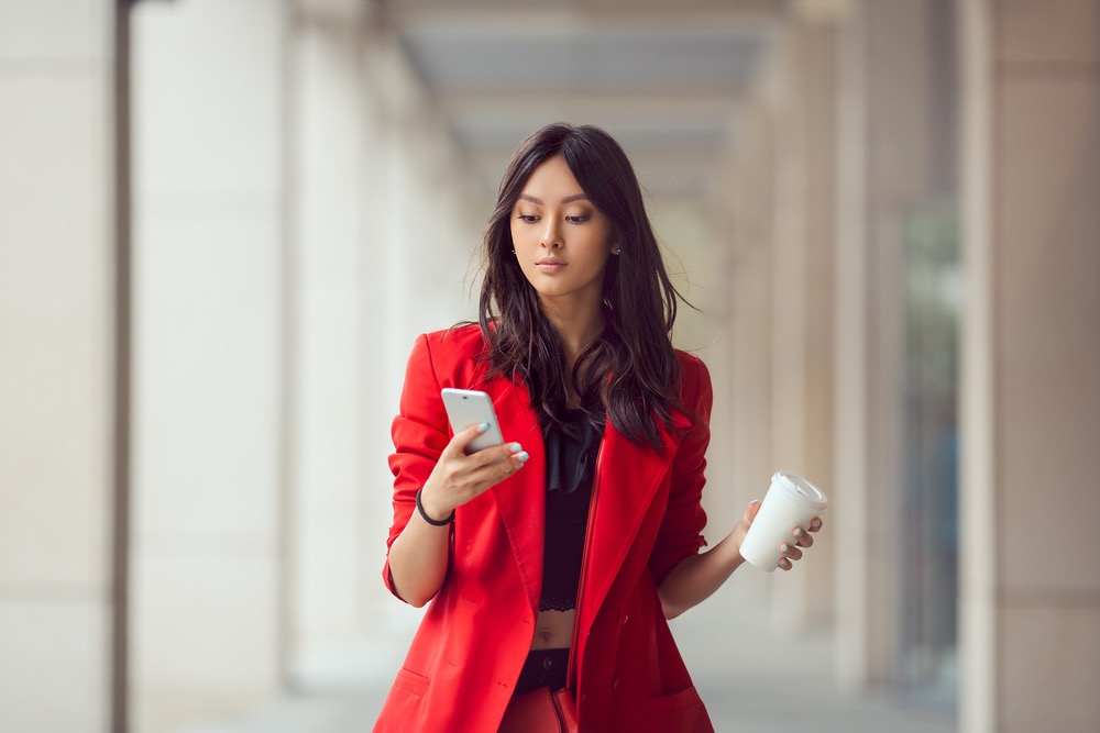 asian-woman-smartphone-
